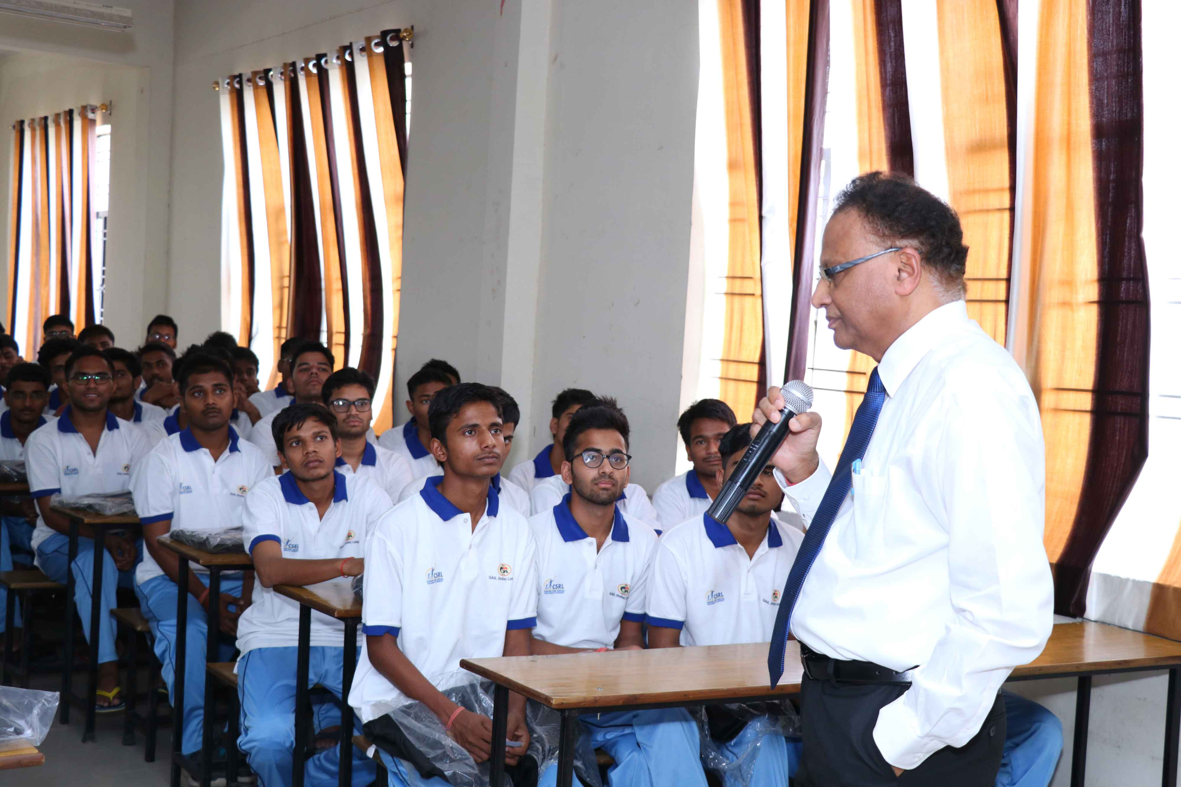 Director-(HR)-interacting-with-students